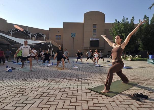 many-yogis-one-class